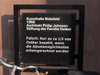 Fehlerhaftes Schild ueber die Finazierung der Kunsthalle