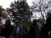 Die Initiative vor dem durchgestrichenen Kaselowsky-Strassenschild
